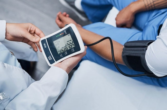 how to check blood pressure with fingers