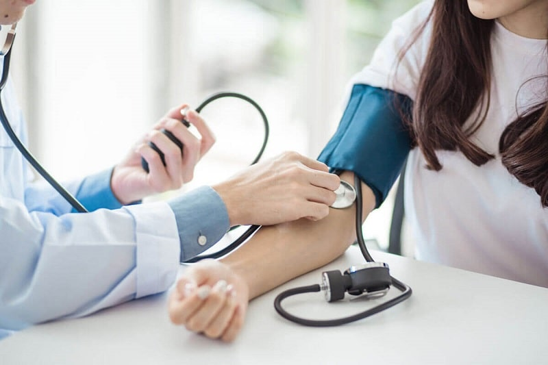 how to check blood pressure at home